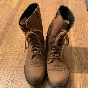 Steve Madden Boots. Lace up with side zip. Brown. Size 8.5